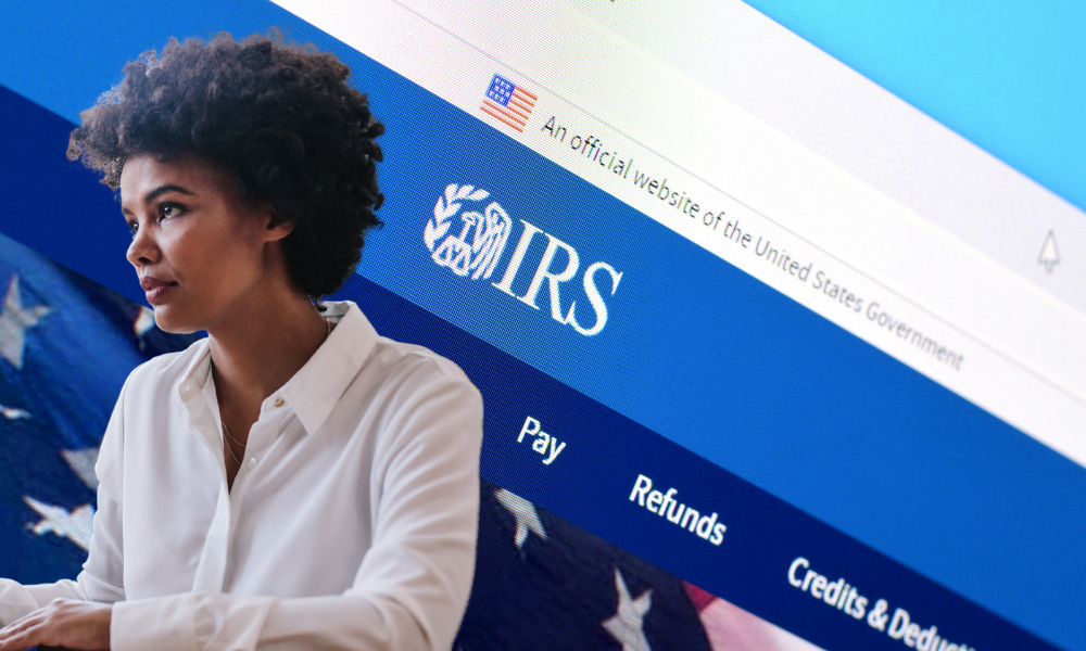 woman getting w2 online at irs website