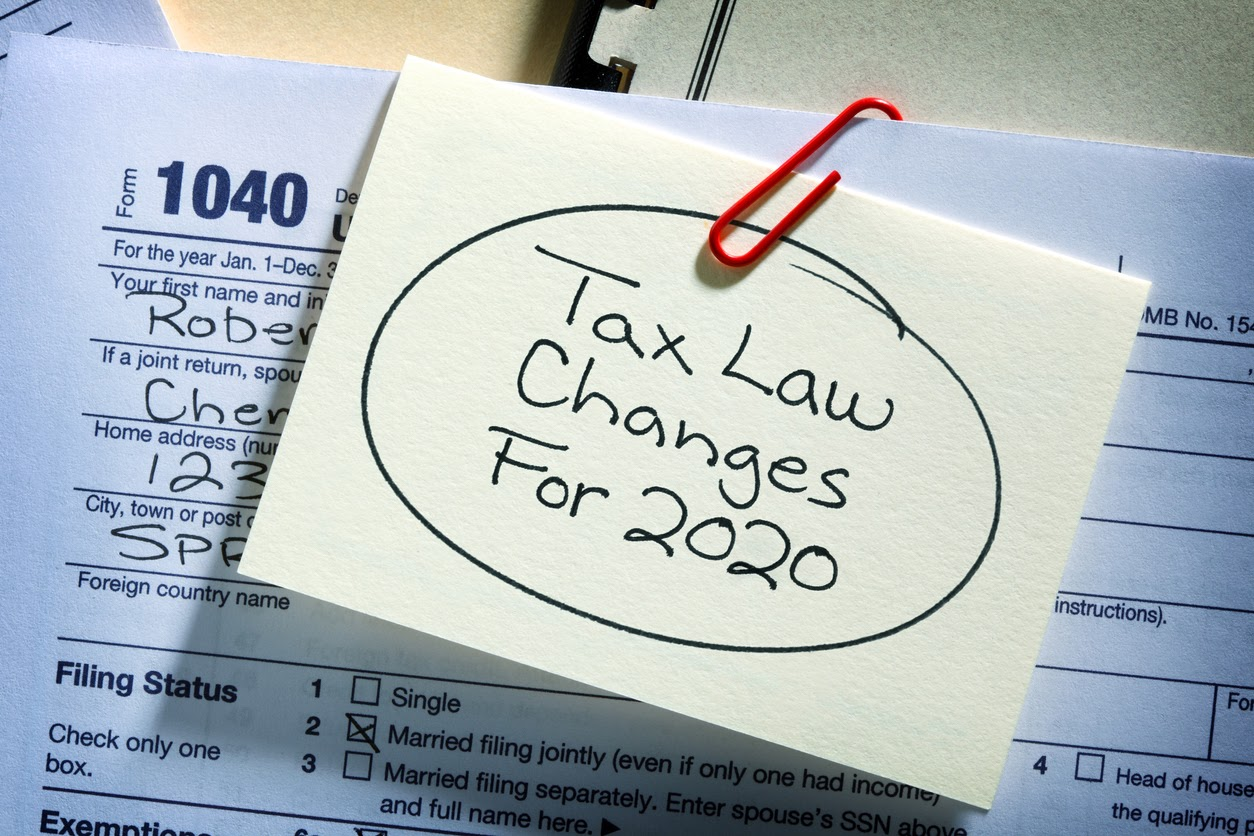 post-it note about 2020 tax brackets and their changes